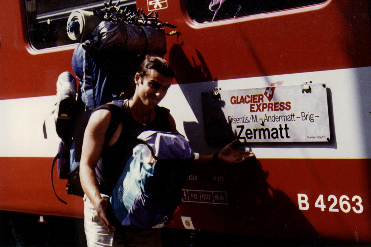 1Ο Ηρακλής Μωϋσίδης επιτέλους στο σταθμό του Glacier Express με προορισμό το Zermatt.