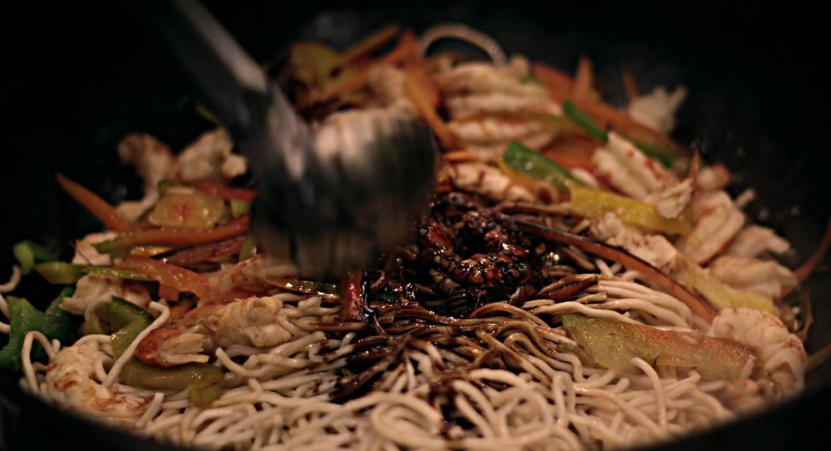 Ρύζι και noodles με κοτόπουλο, μοσχάρι, γαρίδες ή λαχανικά.