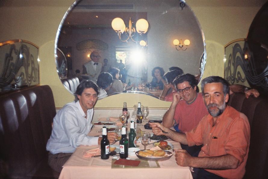 Ο Χρήστος Βακαλόπουλος, ο Αργύρης Μπακιρτζής κι ο Σωτήρης Κακίσης στο Ideal once upon a time. (Φωτογραφία: Κύριλλος Σαρρής)
