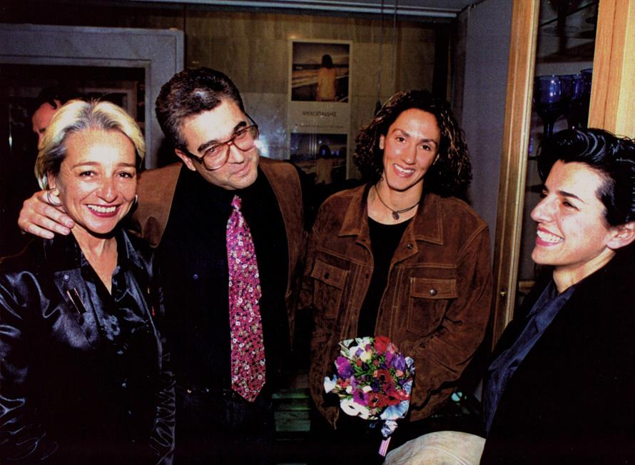 Η Αλεξάνδρα Μπουτάρη, ο Σωτήρης Κακίσης, η Τέρρυ Ρούπακα και η Θεοδοσία Μίχου στα «Οινοπνεύματα» της Αλεξάνδρας.