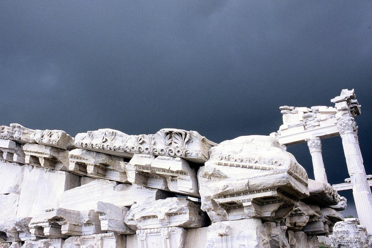 «Αρχαιότητες στην Πέργαμο, λίγο πριν την καταιγίδα, Τουρκία».