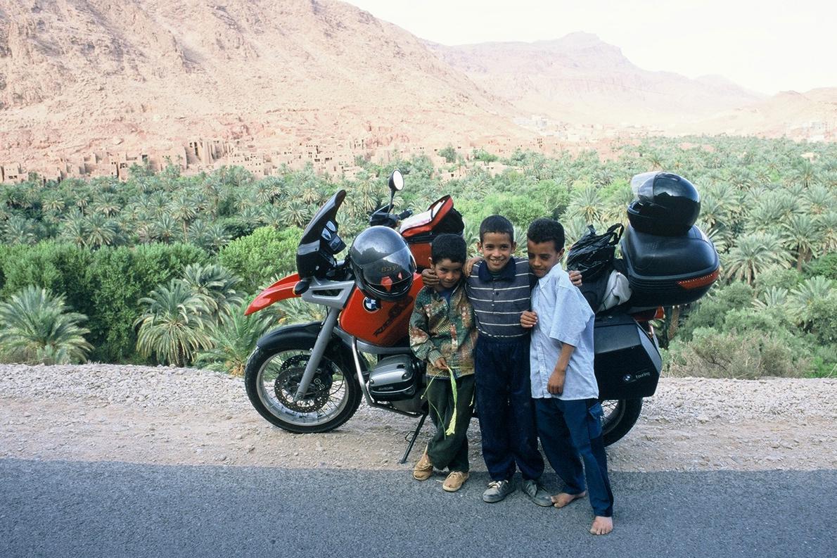 «Παιδάκια στην όαση της Τοντρά, Μαρόκο».