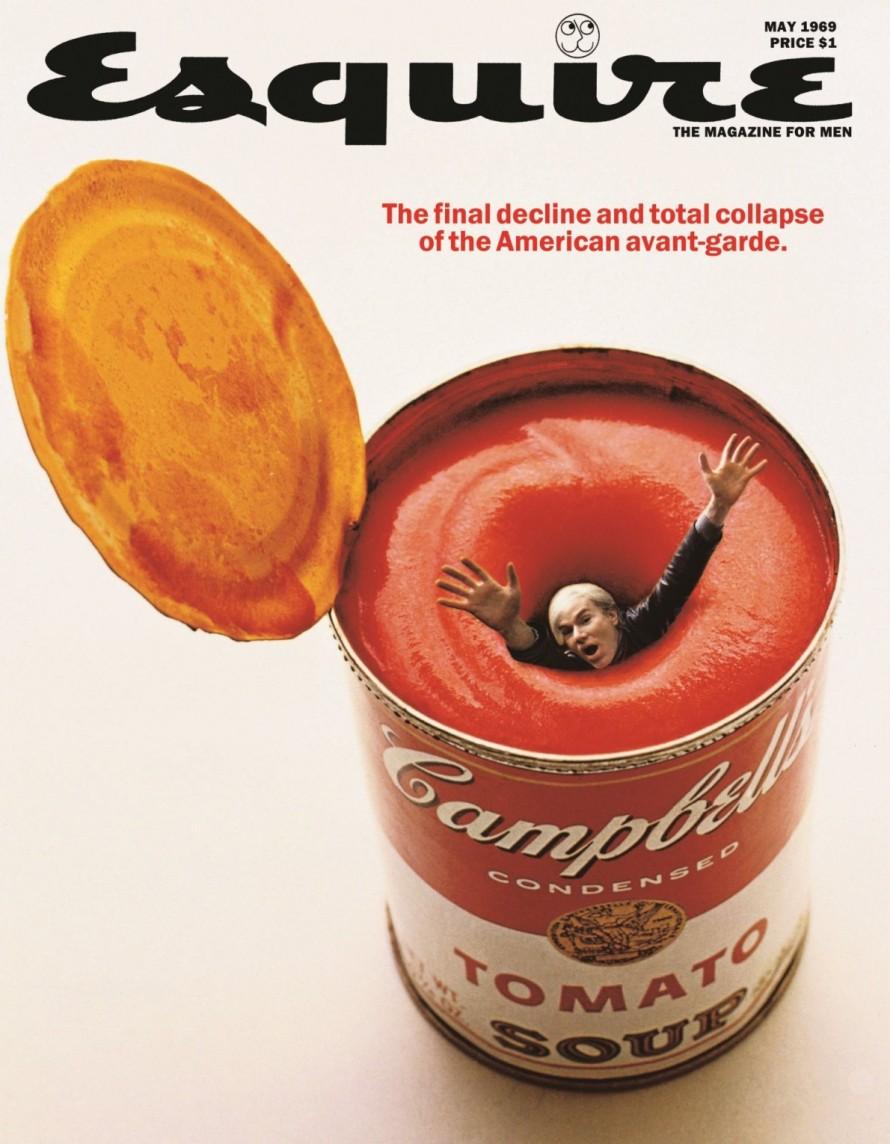 Ο Λόις αποθεώνει και ταυτόχρονα καυτηριάζει την Pop Art, βάζοντας τον Άντι Γουόρχολ να «πνιγεί» μέσα σε μία κονσέρβα της εμβληματικής, από τον ίδιο τον Γουόρχολ, τοματόσουπας Campbell's.