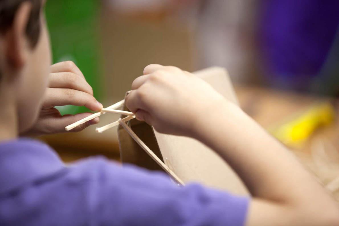 Το δημιουργικό παιχνίδι είναι η απαρχή της εκπαιδευτικής φιλοσοφίας του εκπαιδευτικού αυτού προγράμματος.