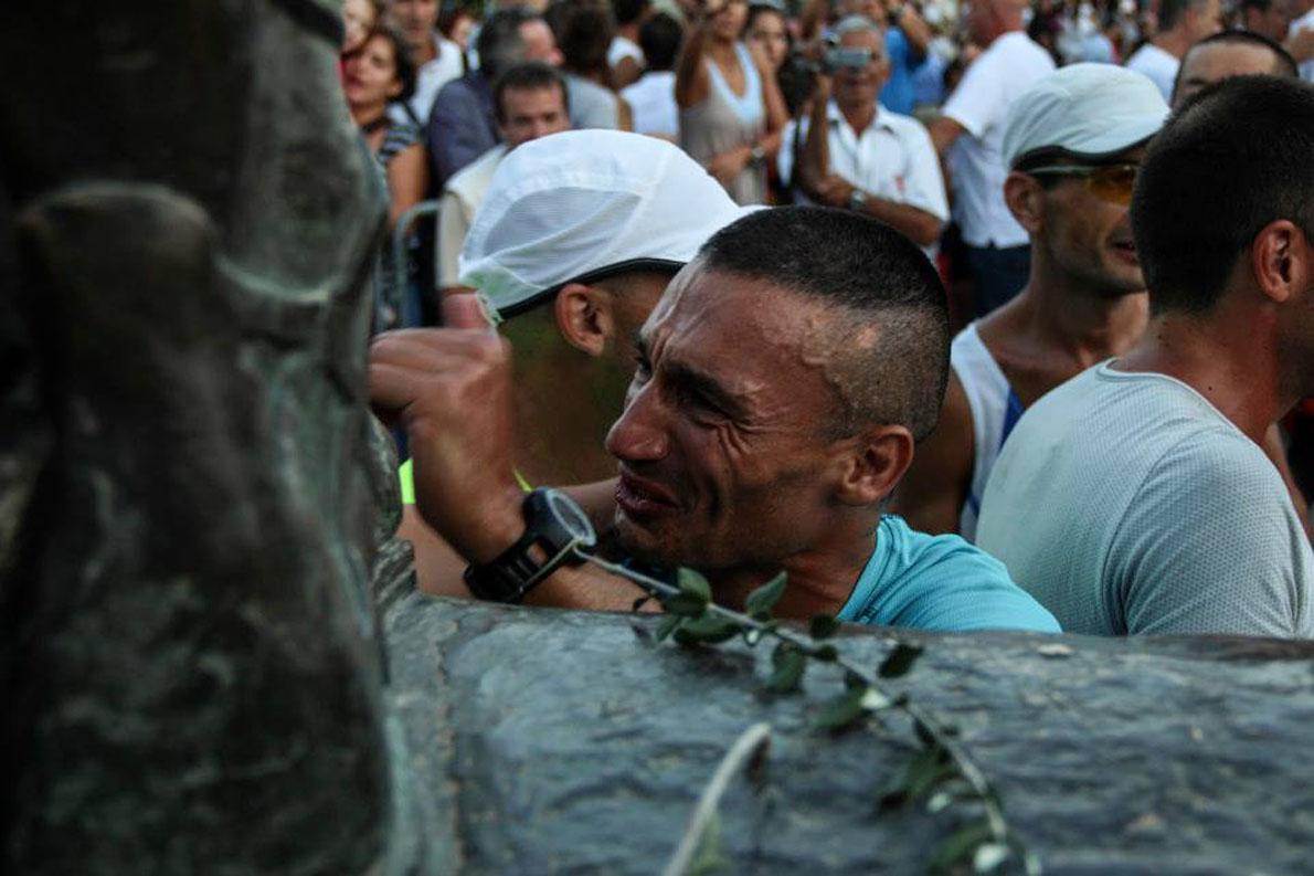  Σπάρταθλον 2013 αγγίζοντας το πόδι του βασιλιά Λεωνίδα.
