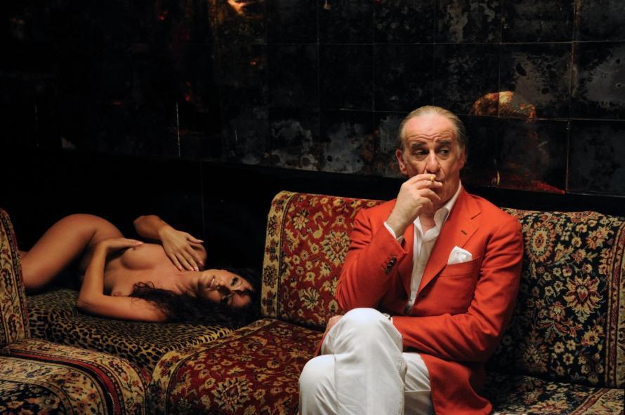 Ο Τόνι Σερβίλο είναι ο Μαρτσέλο Μαστρογιάνι της «Ντόλτσε Βίτα» στα 65 χρόνια του.