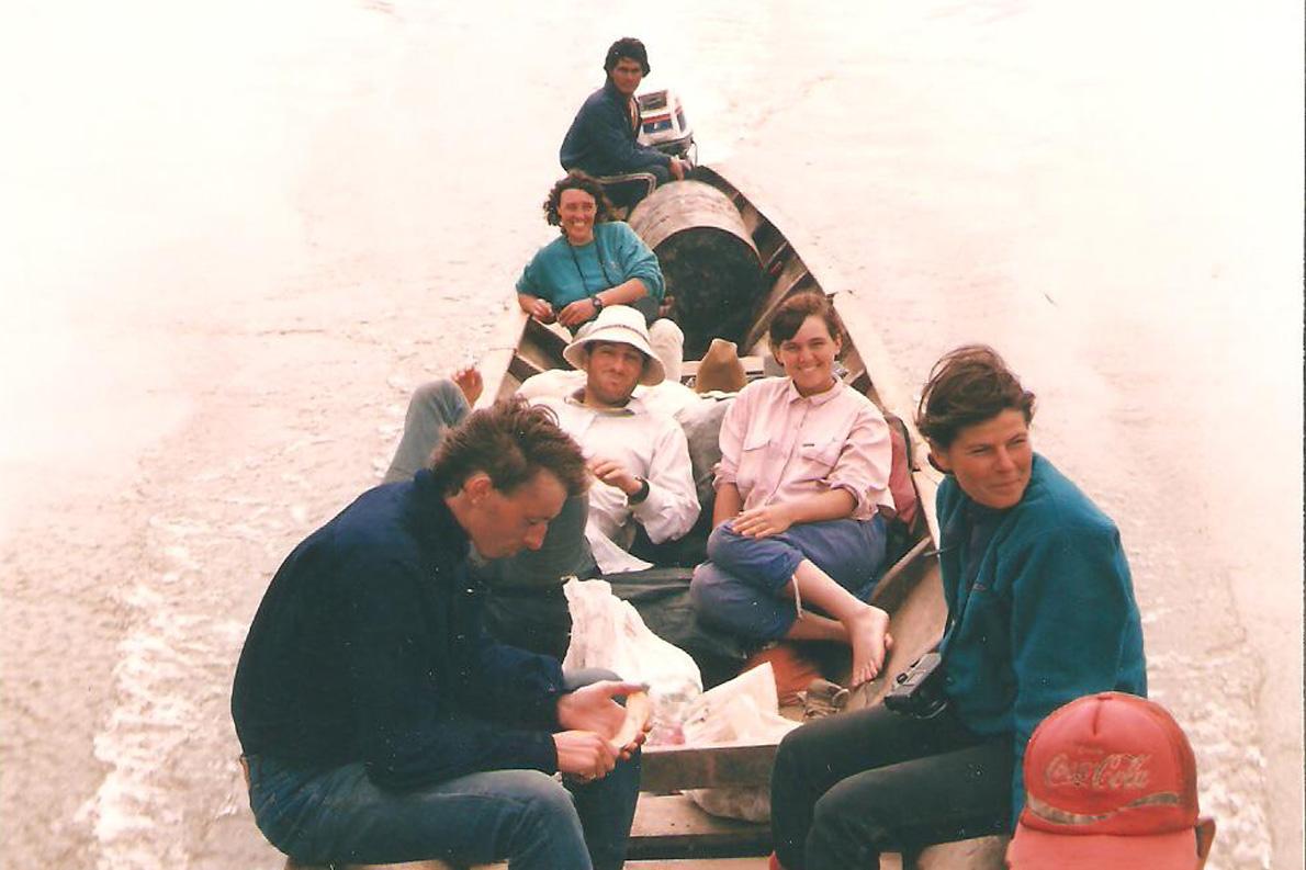 """""""Στην πιρόγα, εν πλω για το Manu¨. Φωτο Κ.Γκόφας 1988"""