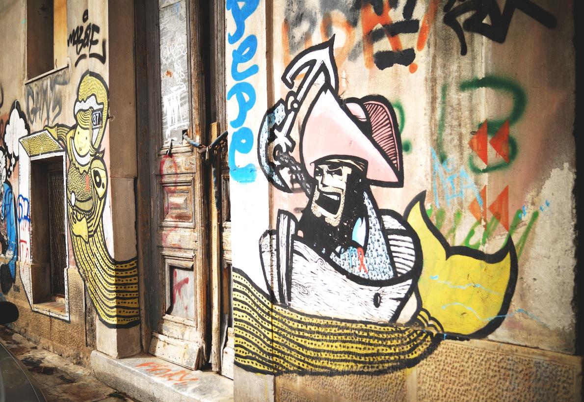 Ψυρρή Writer: b. , dreyk Οι 'επιτείχιες συνεργασίες' είναι συνηθισμένο φαινόμενο στην Street Art, εδώ  μαζί οι καλλιτέχνες b. Και Dreyk the pirate. Ακρυλικό χρώμα και spray paint