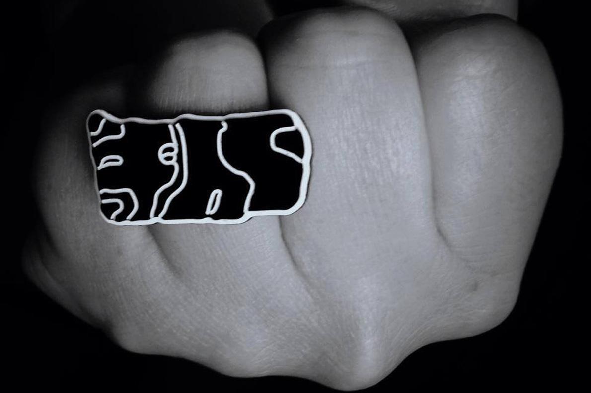 Ένα από τα δαχτυλίδια της συλλογής biomorphic των WhiteIslandWorks που αποδεικνύουν ότι το επιχειρείν στην ψηφιακή εποχή θέλει ιδέες και δημιουργία.