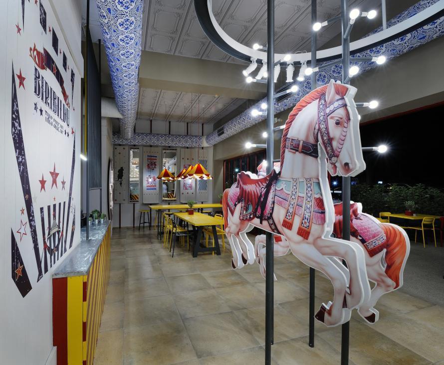 Το Carousel δίνει το παρών στο χώρο με τον δικό του τρόπο.