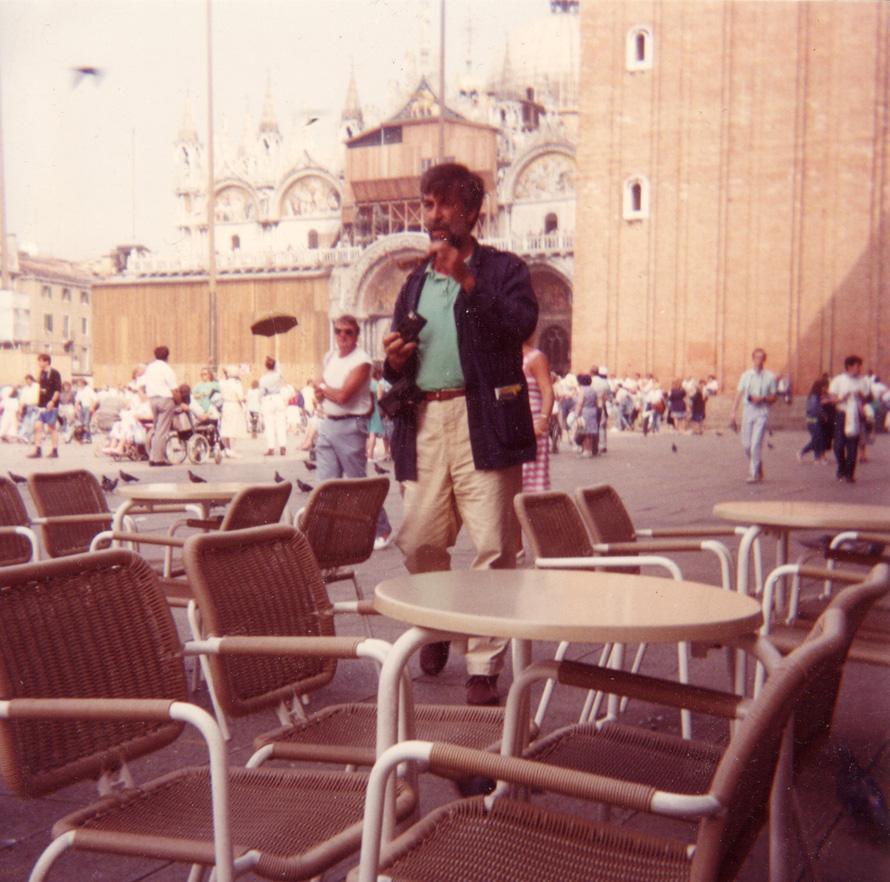 Ο Αργύρης Μπακιρτζής στη Βενετία το 1989 (Φωτογραφία Σωτήρης Κακίσης)