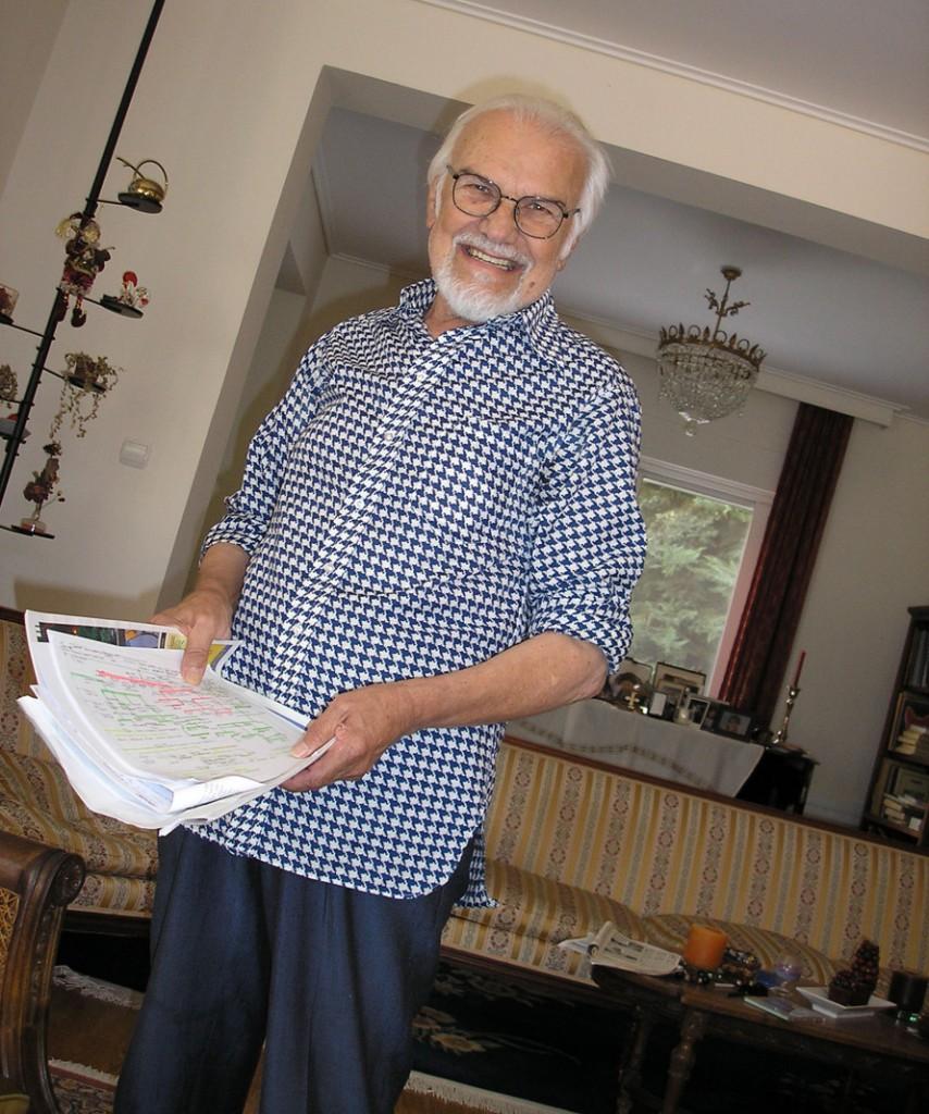 Ο Κώστας Πασχάλης στο σπίτι του (ανέκδοτη φωτογραφία του Σωτήρη Κακίση)
