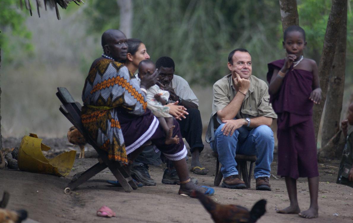 Ευτυχισμένος με μια οικογένεια Μασάι.