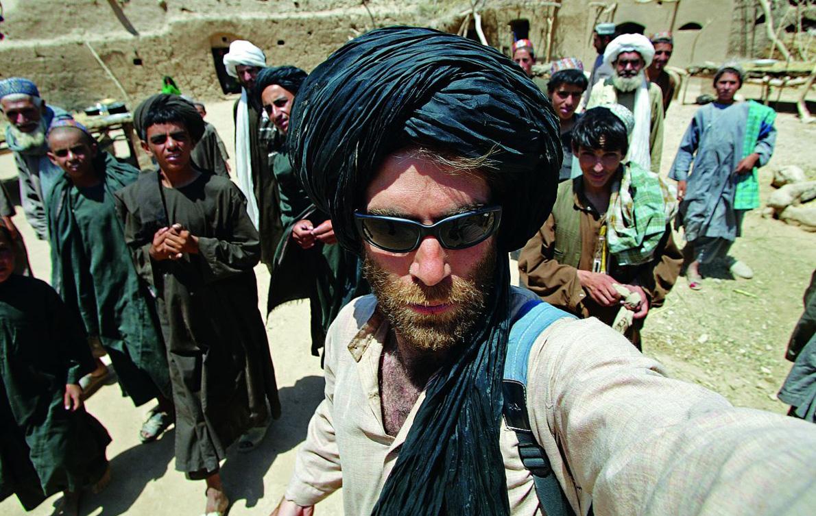 «Η πρώτη μου αποστολή στο Αφγανιστάν ήταν το 2001, μετά την 11η Σεπτεμβρίου, κι ακολούθησαν αρκετές, σε όλη την επικράτεια της χώρας».