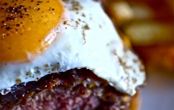«Καβάλα»: Στο burger του Nixon