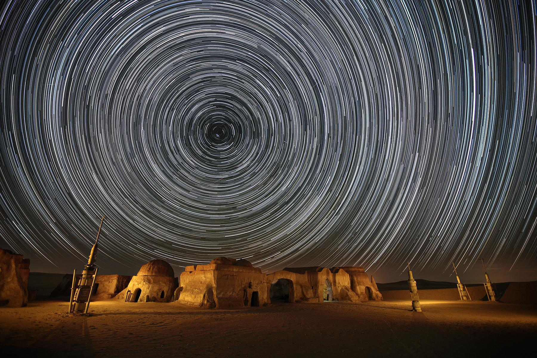 2014. Απρίλιος. Σκηνικό από την ταινία Ο ΠΟΛΕΜΟΣ ΤΩΝ ΑΣΤΡΩΝ στην έρημο της Τυνησίας.
