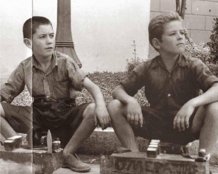 «Η ανθρώπινη ύπαρξη δεν εξαντλείται σε όσα της τυχαίνουν. Ουσιαστικά αυτό ήταν το απόσταγμα από τις διηγήσεις των σκληραγωγημένων γερόντων», γράφει ο Βασίλης Καραποστόλης. (Φωτογραφία: Από το λεύκωμα «Η άλλη Ελλάδα, 1950-1965, Φωτογραφικό Αρχείο Κ. Μεγαλοκονόμου», εκδόσεις Τόπος).