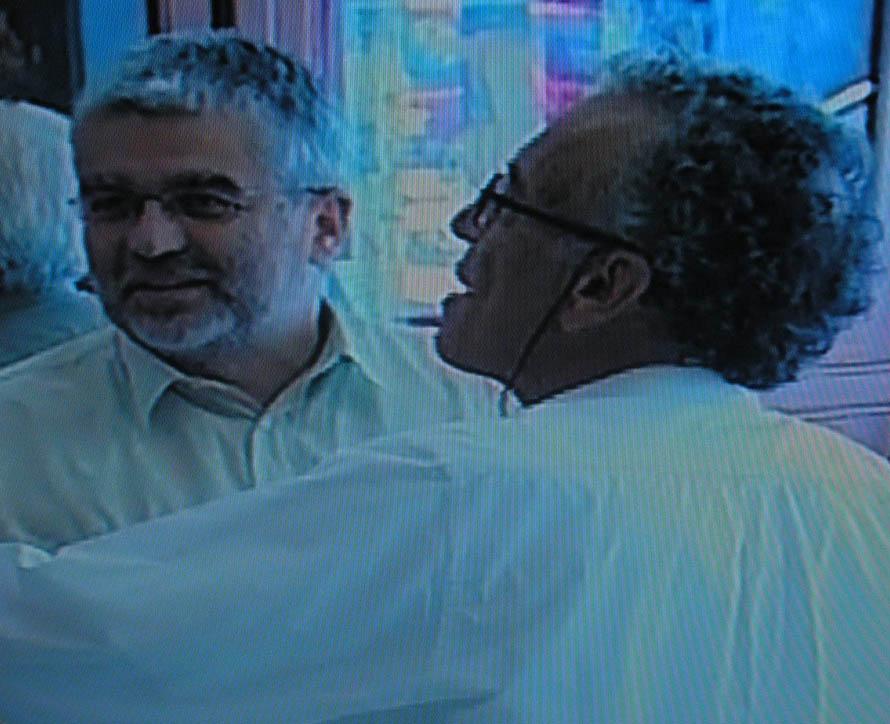 Ο Σωτήρης Κακίσης κι ο Γιώργος Πανουσόπουλος στην πρεμιέρα (στοπ-καρέ από το the making of της ταινίας).