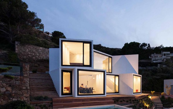 Sunflower House: Ένα σπίτι – ηλιοτρόπιο στις ισπανικές ακτές
