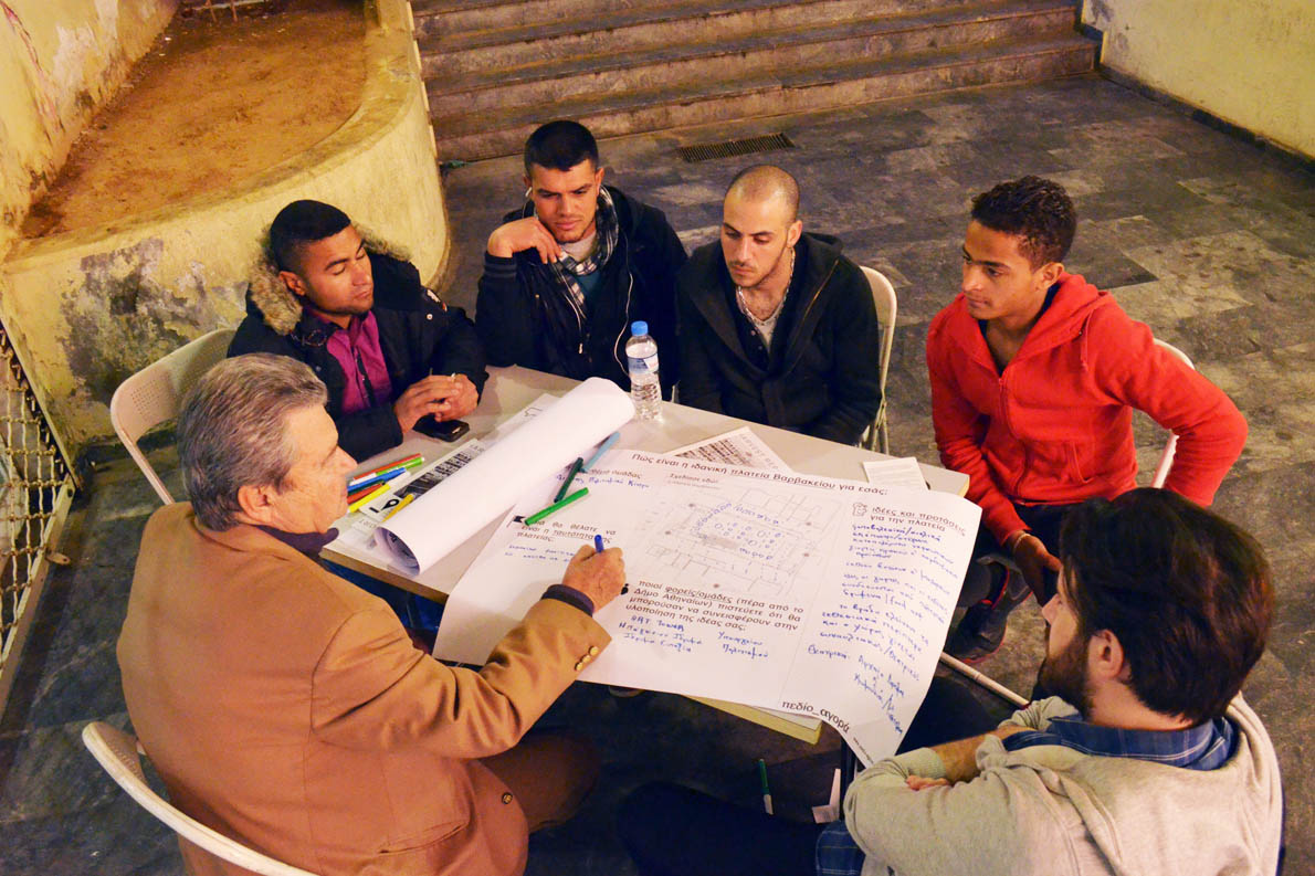 Στο διάστημα πέντε μηνών έγιναν εργαστήρια πολιτών μέσα στο πλαίσιο του εγχειρήματος Πεδίο Αγοράς που ενεργοποίησε και την όλη δράση. Στο Πεδίο Αγορά συμμετέχουν ΜΚΟ, ο δήμος Αθηναίων και άλλοι φορείς.