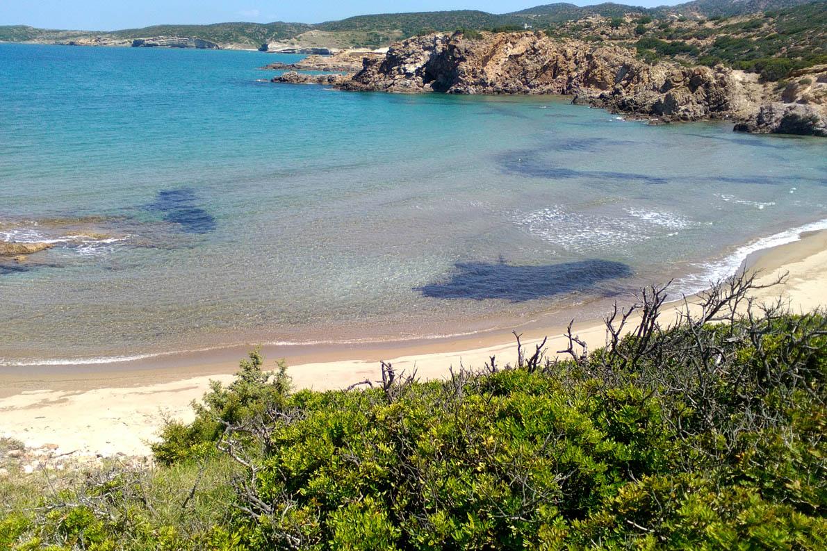 """Αμουδαράκι-- μία από τις παραλίες υπό """"οικειοποίηση"""" ."""