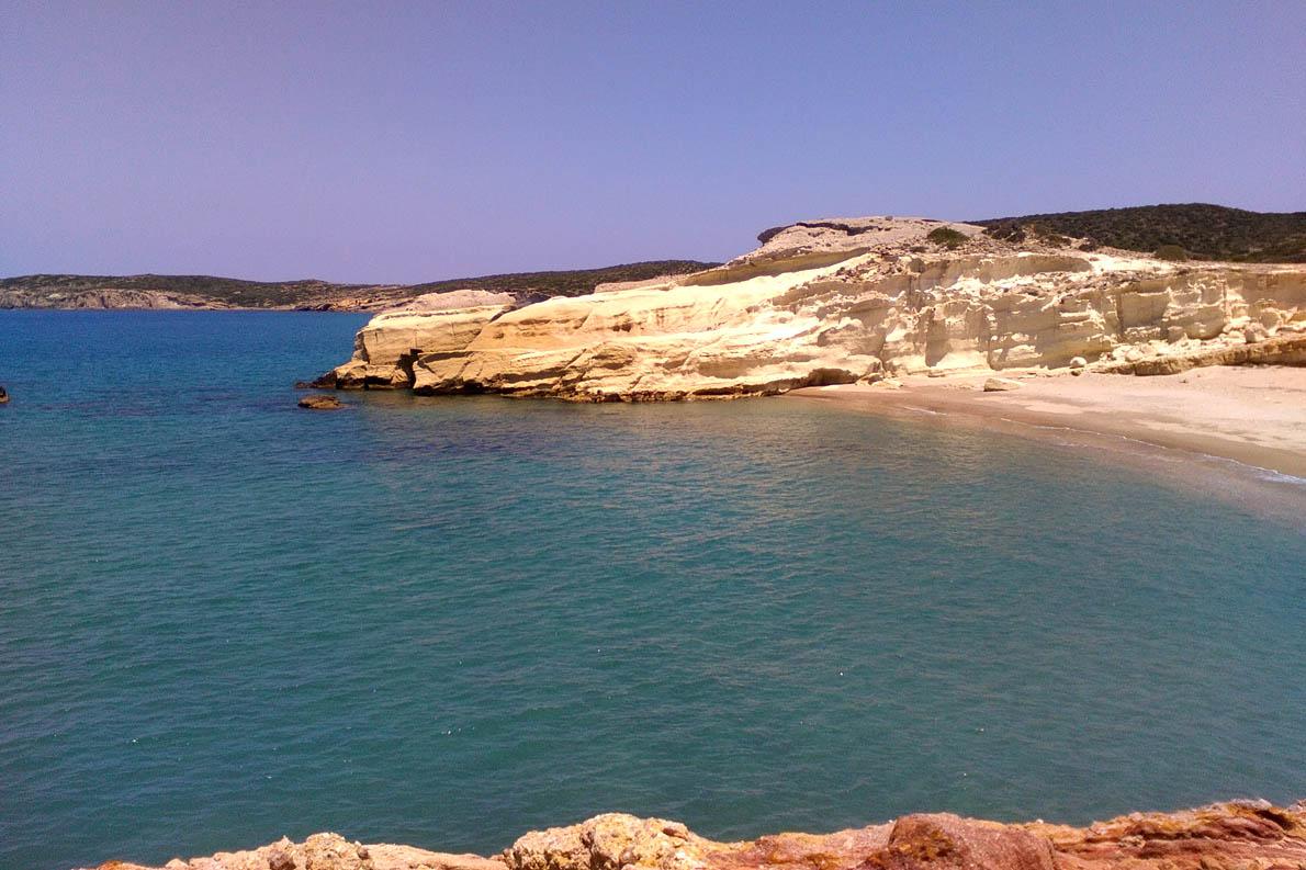 """""""Λευκή"""" παραλία, στο Αμουδαράκι."""
