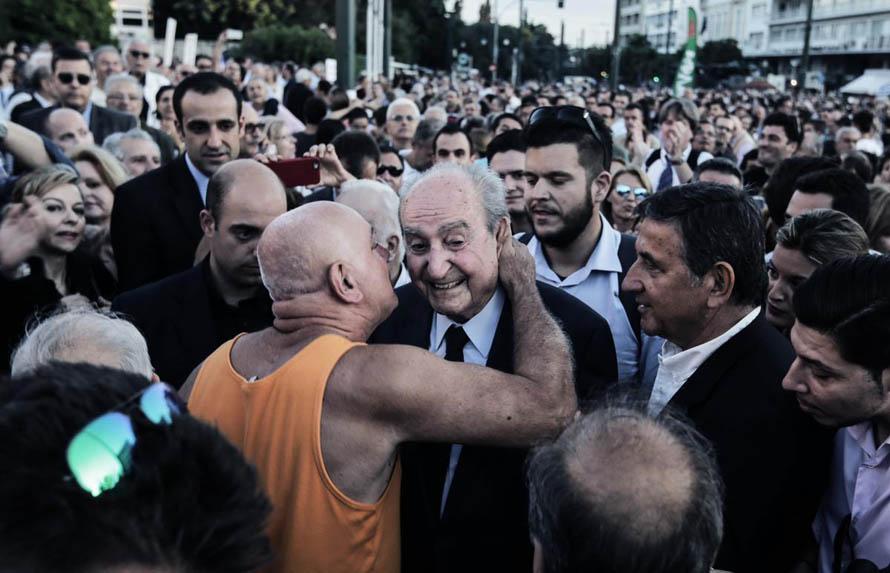 `We Remain in Europe` demonstration, at Syntagma square, on June 22, 2015 / Διαδήλωση `Μένουμε Ευρώπη`, στο Σύνταγμα, στις 22 Ιουνίου, 2015 Φωτογραφία: Theodore Manolopoulos / SOOC