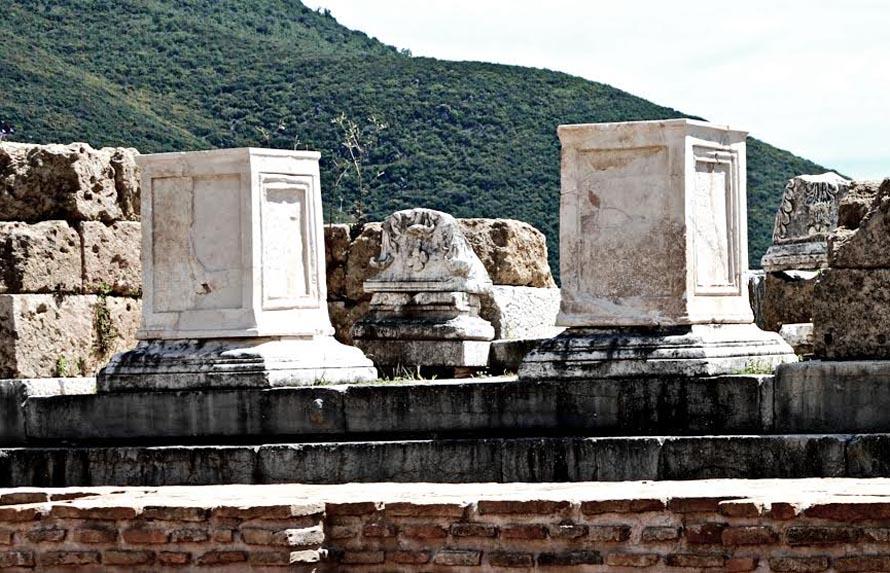 Το αρχαίο θέατρο της Μεσσήνης, το οποίο κατασκευάστηκε τον 3ο αι. π.X., θα ζωντανέψει και πάλι, δίνοντας βήμα σε σύγχρονες φωνές και αντιλήψεις.