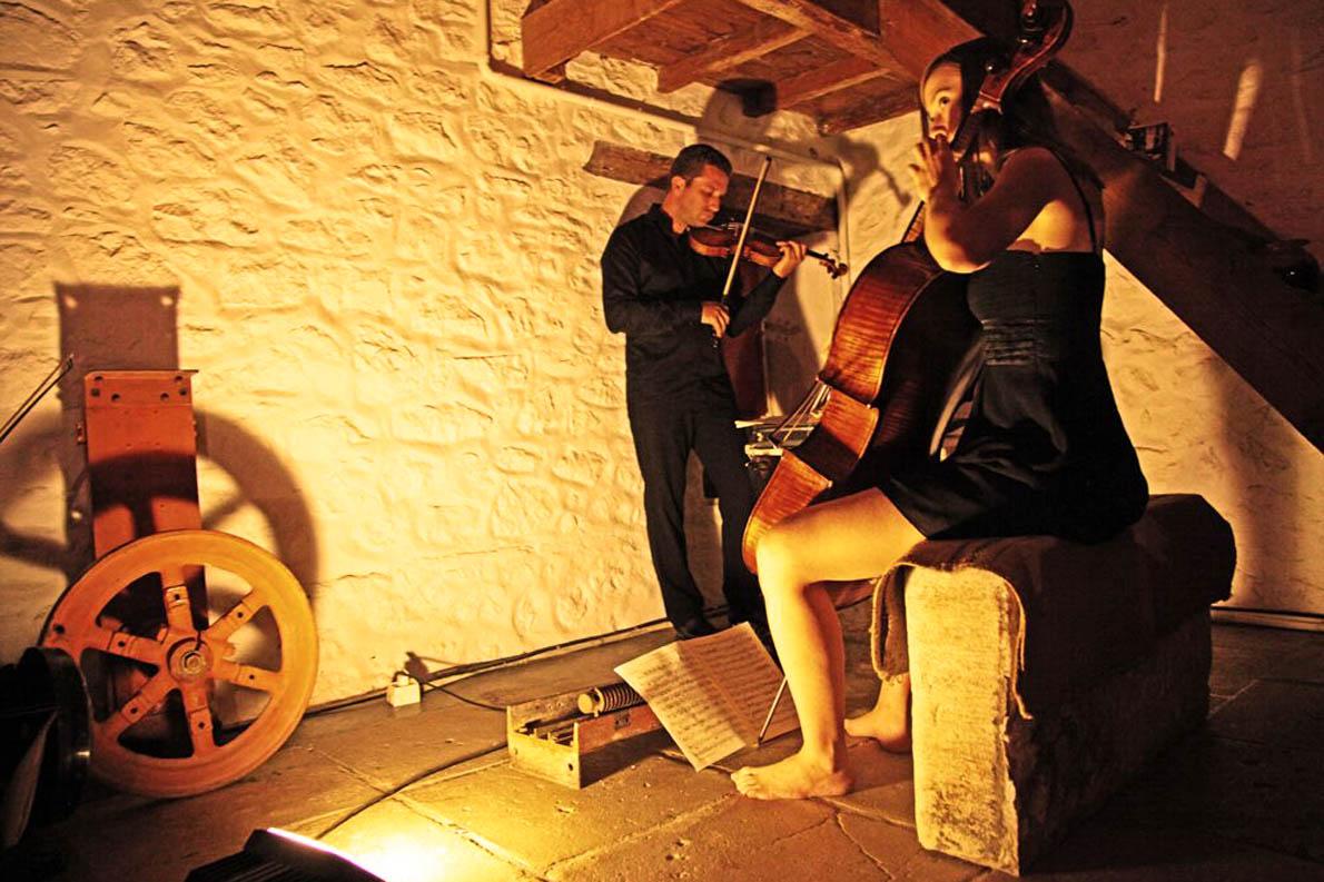 Έργα που παίζονται σπάνια όπως το Ντουέτο για βιολί και βιολοντσέλο του Erwin Schulhoff θα μπορέσουμε να απολαύσουμε φέτος στο φεστιβάλ Σαρωνικού.