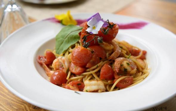 Σπαγγέτι με γαρίδες, ντοματίνια και ούζο, από τον Χρήστο Τζιέρα