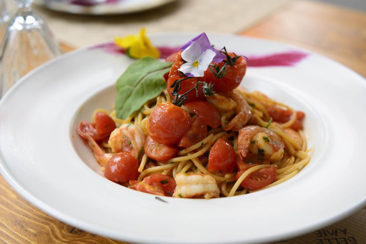 Σπαγγέτι με γαρίδες, φρέσκα τοματίνια, κρέμα ντομάτας και ούζο, από τον Χρήστο Τζιέρα