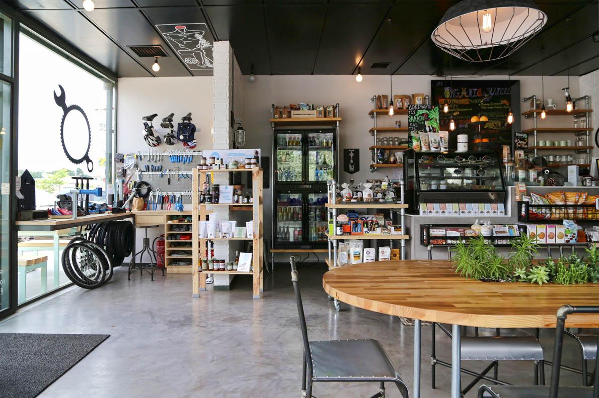 Με μια απλή, λιτή και βιομηχανική διακόσμηση κάνει την διαφορά από τα καθημερινά café που γνωρίζεις.