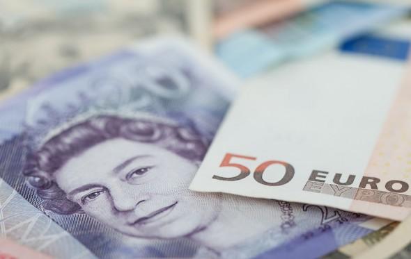 Ναι, ούτε οι Βρετανοί έχουν ευρώ. Αλλά, δυστυχώς, η δραχμή είναι… κάλπικη λίρα