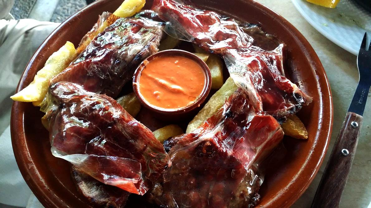 Πανσέτες μαύρου χοίρου με χαμόν ιμπέρικο, στο εστιατόριο Mesón Asador Toro, στο Χερέθ-1190