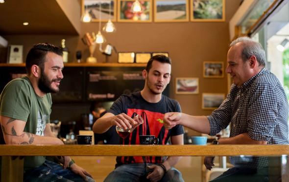 """Ο τέλειος καφές φίλτρου: Τρεις """"γκουρού"""" μας μαθαίνουν τα μυστικά του"""