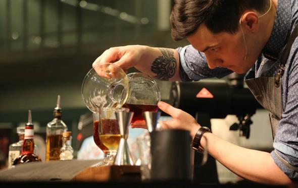 Γιώργος Κουστουμπάρδης: «Στην Ελλάδα λίγοι απολαμβάνουν ποιοτικό καφέ»