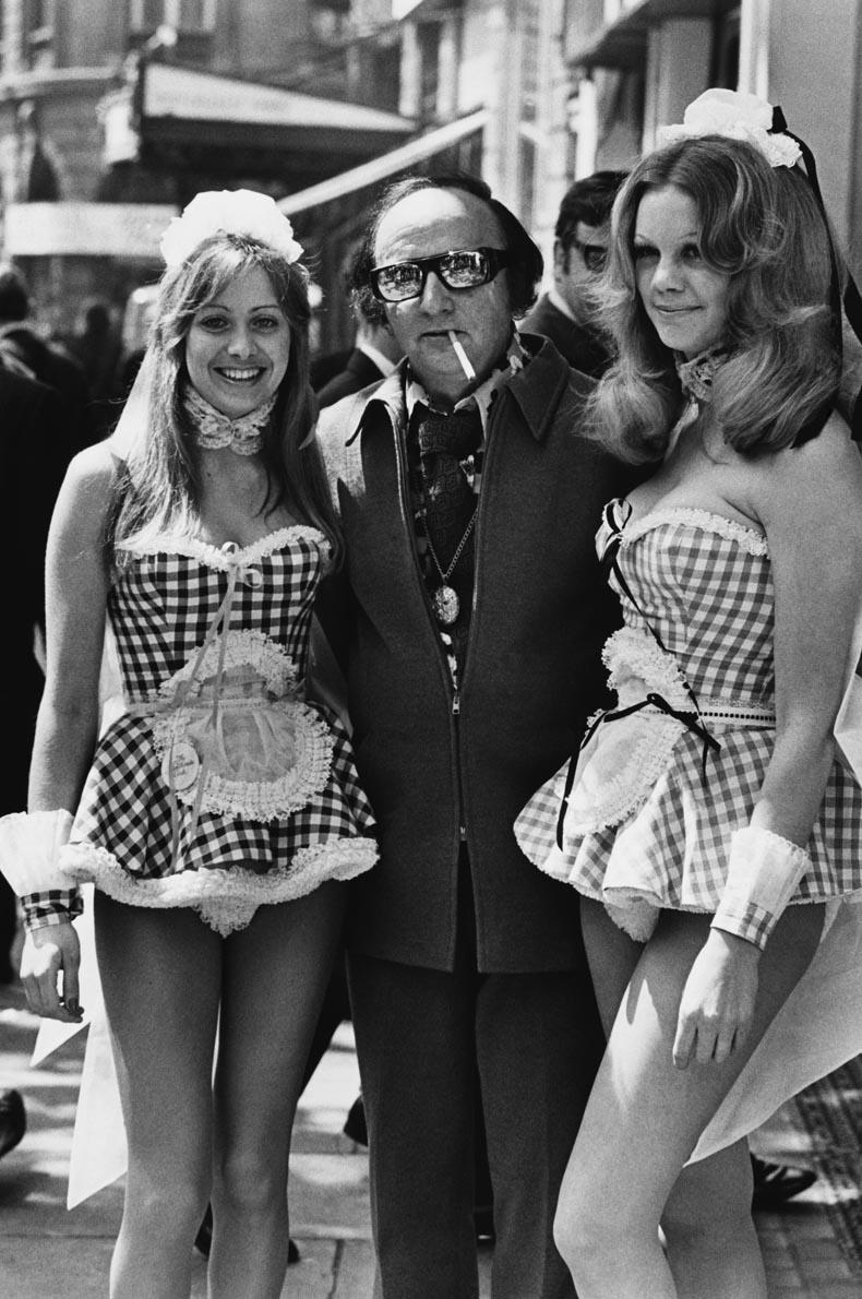 Harold Robbins with Models  aaa5f1c2257