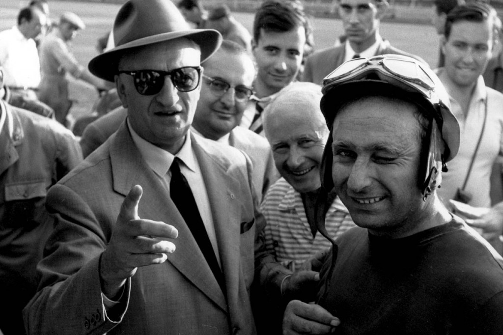 Enzo FERRARI et Juan Manuel FANGIO, au Grand Prix d'Italie (circuit de Monza). 19560000 Enzo FERRARI et Juan Manuel FANGIO, au Grand Prix d'Italie (circuit de Monza). 19560000
