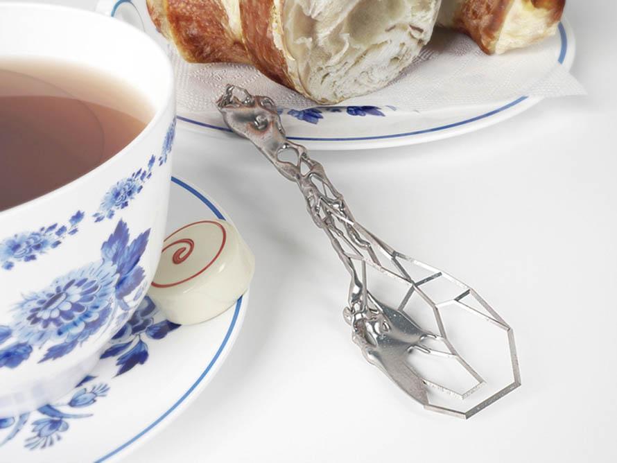 cutlery_thee_spoon_in_surrounding_2_eragatory