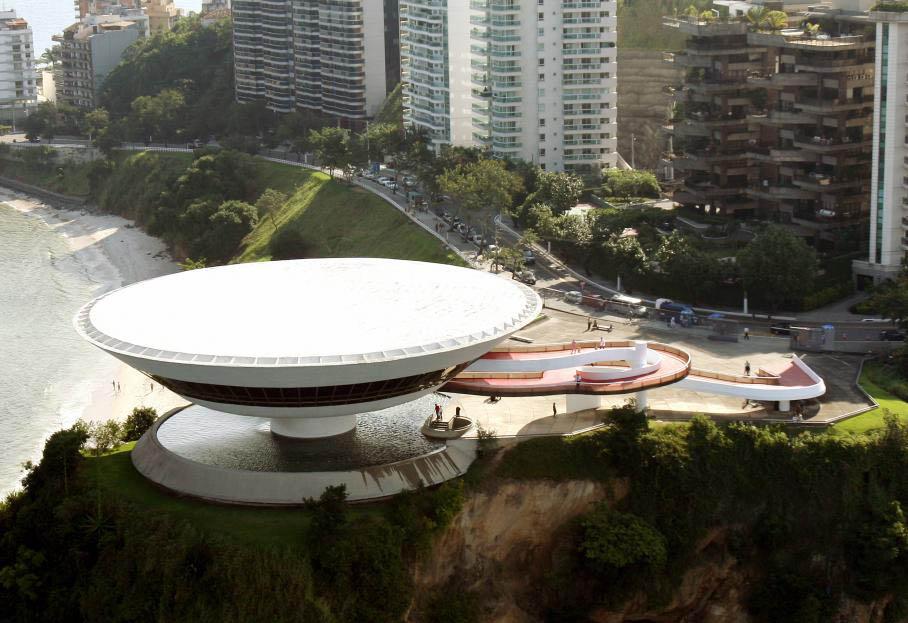Il a dessiné le musée d'art contemporain de Niteroi (1996), près de Rio (Brésil), célèbre pour sa forme de soucoupe volante. Agences