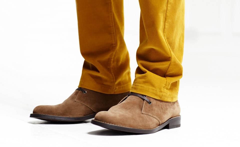 Το κοτλέ παντελόνι υιοθετήθηκε από τους απανταχού μποέμ και τους λάτρεις της αληθινής άνεσης χάρη στο very «gentleman farmer» στυλάκι του. (Ρhoto credit: mrporter.com/)