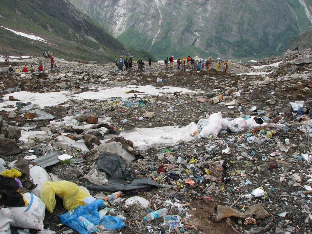 garbage_at_hemkund_sahib