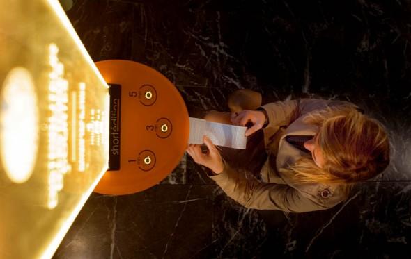 Στην Γκρενόμπλ, σπέρνουν μηχανήματα διανομής ιστοριών. Γιατί όχι και στην Αθήνα;