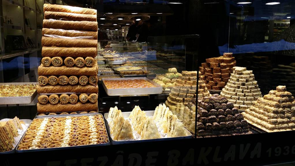 Γλυκά σε κατάστημα στην Λεωφόρο Ανεξαρτησίας