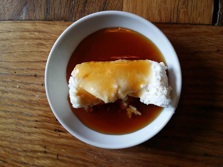Ονειρεμένη κρέμα καϊμάκι με μέλι στο Cuma