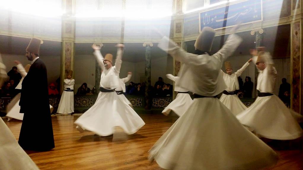 Ο μυστηριακός χορός των σούφι δερβίσηδων