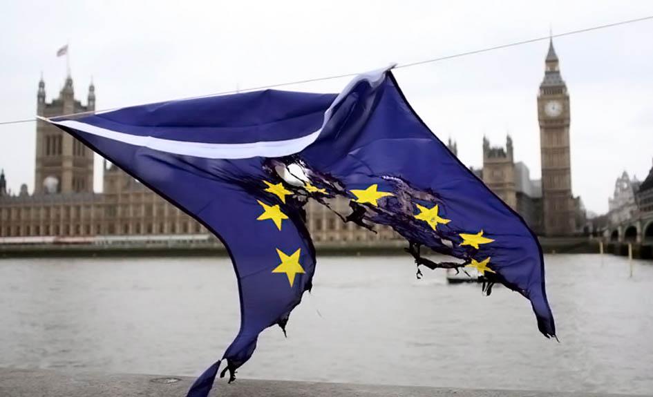 20110929_UE.bandeira.esfarrapada
