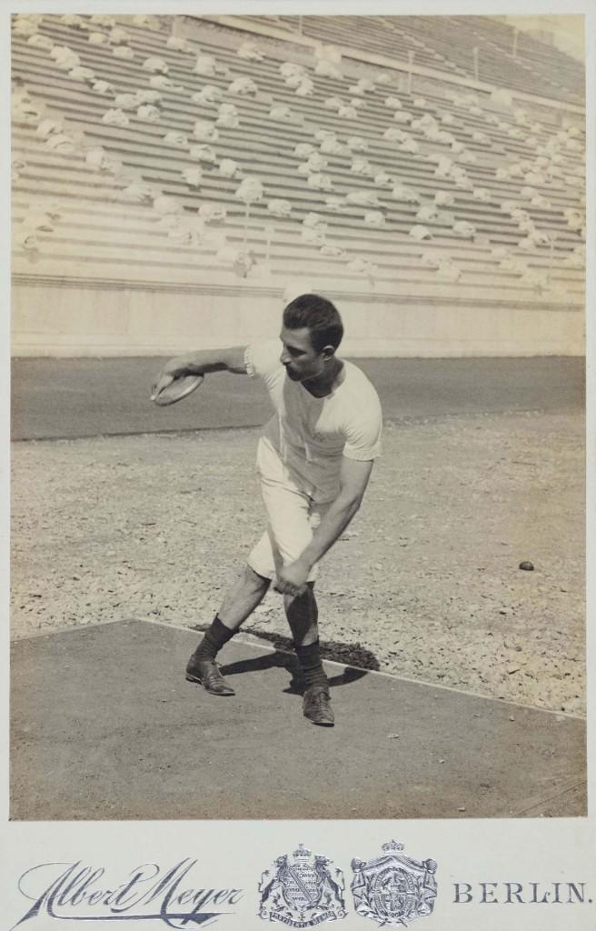 Ο Παναγιώτης Παρασκευόπουλος σε θέση βολής του δίσκου.