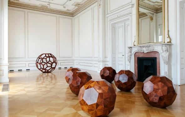 Δακρυγόνα, προσφυγικό και αγάλματα: Ο Ai Weiwei στο Μουσείο Κυκλαδικής Τέχνης