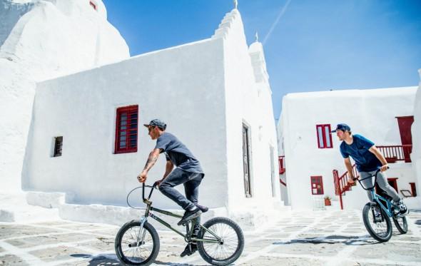 Πάνος Μανάρας: Γυρίζοντας τις Κυκλάδες με BMX